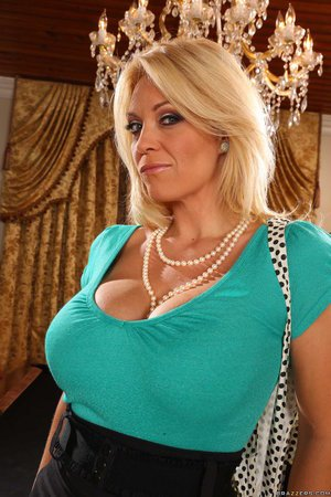 Amateur mature mom nude